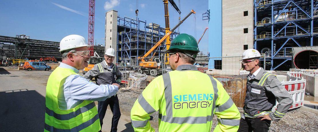 Der Kraftwerksausbau läuft in Kooperation mit den Experten von Siemens Energy.