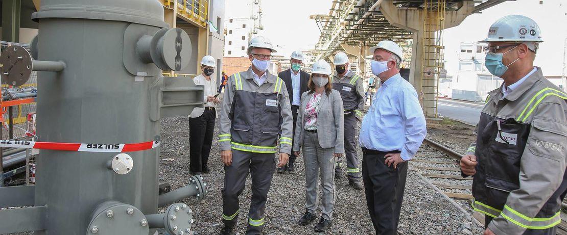 Die PISA-Baustelle ist auch für den erfahrenen Konzernlenker Christian Kullmann (Zweiter von rechts im Bild) etwas Besonderes.